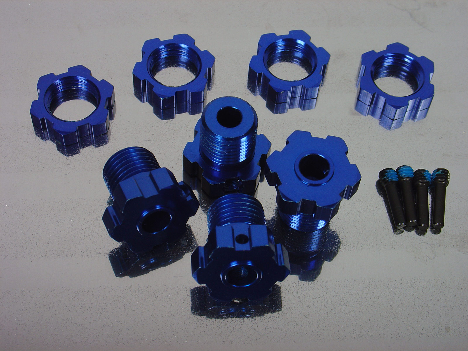 Traxxas 17mm Wheel Hubs and Splined Nuts Blue Alloy